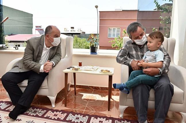 Vali Coşkun'dan şehit babalarına anlamlı ziyaret