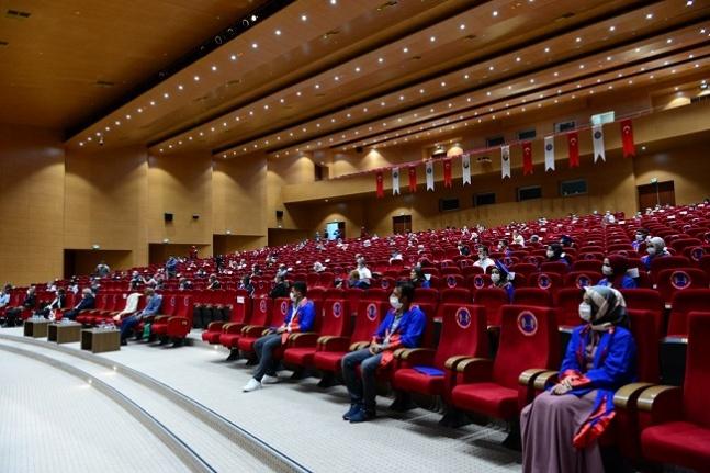 KSÜ, 2020 mezunlarını canlı yayınlanan törenle uğurladı