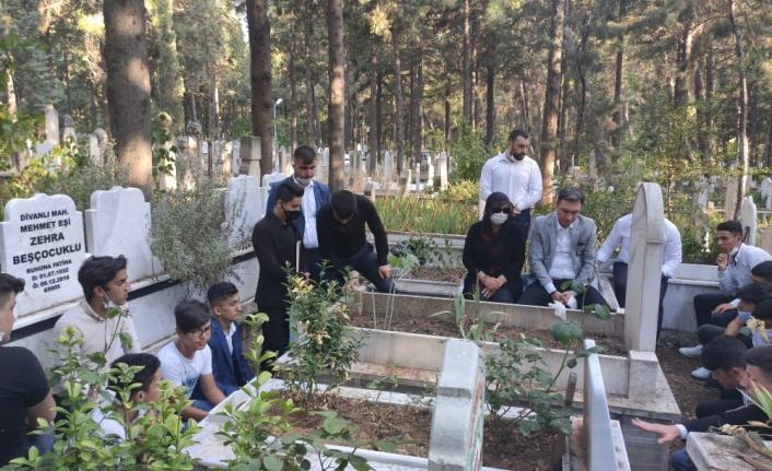 Ülkücü Şehit ölümünün yıl dönümünde mezarı başında anıldı