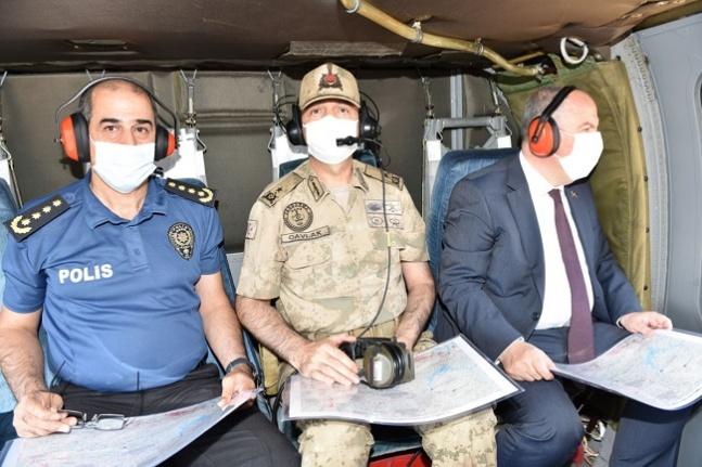 Vali Coşkun Kale Tepe Jandarma Üs Bölgesi'nde incelemelerde bulundu