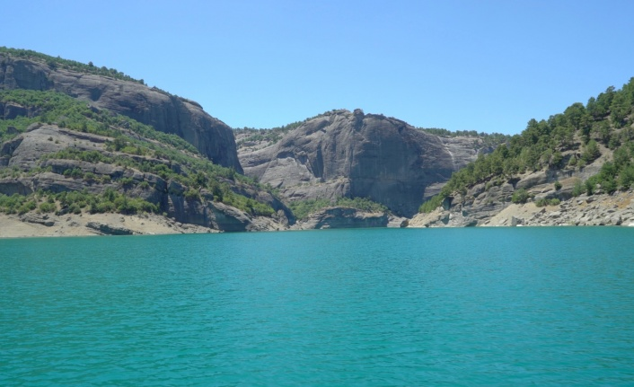 Doğal güzelliğiyle Menzelet  Barajı cazibe merkezi oldu