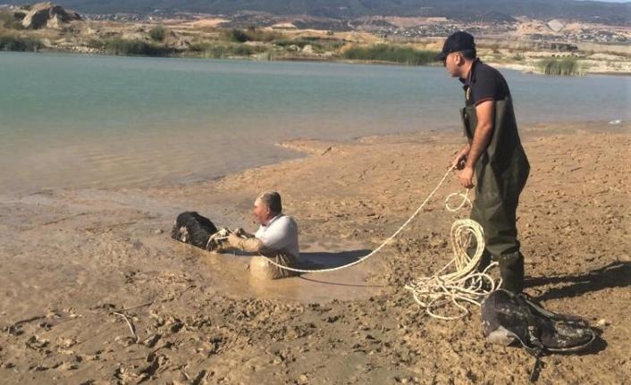 Kahramanmaraş'ta çamura saplanan yaşlı adamı itfaiye kurtardı