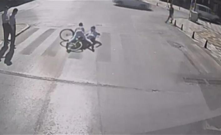 Yeşil ışıkta geçen yayaya bisiklet çarptı