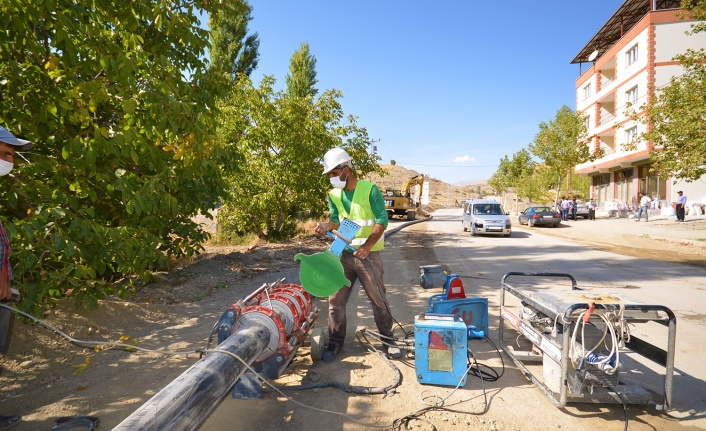 Çağlayancerit ilçe merkezinde içme suyu şebeke yenileme çalışmaları tamamlandı