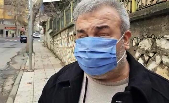 Görme engelli yaşlı adam mazgala düştü