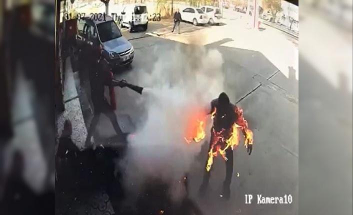 Yangında dehşet anları kameraya yansıdı