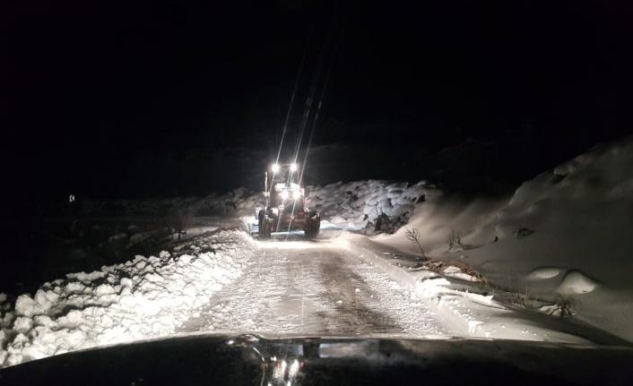 Dulkadiroğlu'nda Karla Mücadele Çalışmaları Gecede Sürdü