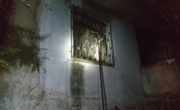 Odun sobasından çıkan kıvılcım evi yaktı