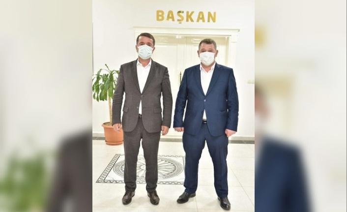 Başkan Mehmet Uyduran Türkoğlu Belediye Başkanı Okumuş'u ziyaret etti