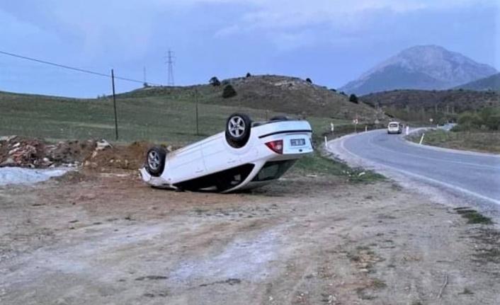 Kahramanmaraş'ta yoldan çıkan otomobil ters döndü
