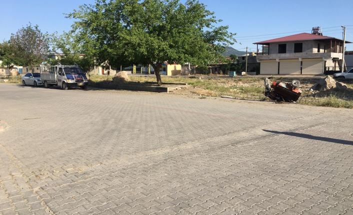 Ehliyetsiz motosiklet sürücüsü otomobille çarpıştı: 1 yaralı