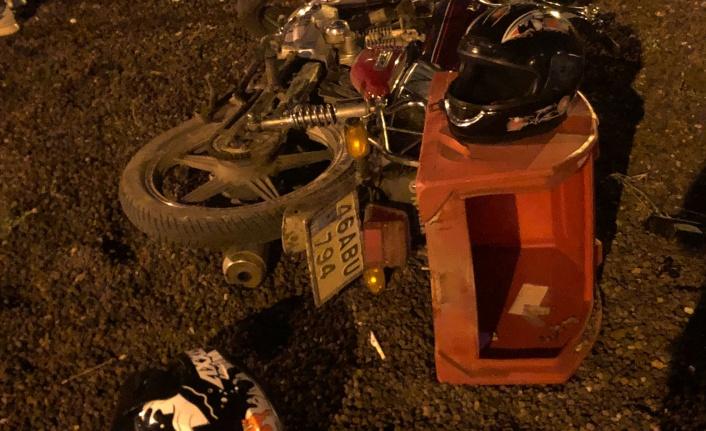Motosikletiyle bordur taşlarına çarpan sürücü yaralandı