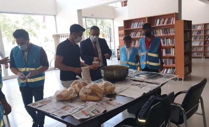 Türkoğlu'nda üniversite hazırlık öğrencilere moral verdiler