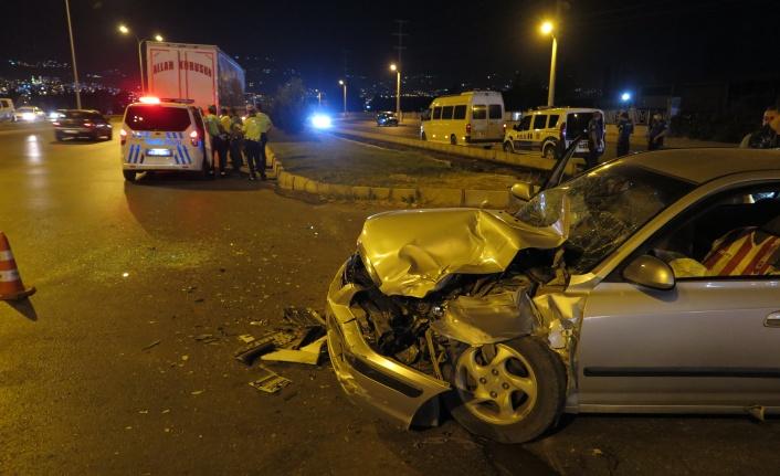 Kahramanmaraş'ta otomobil ile tır çarpıştı: 4 yaralı