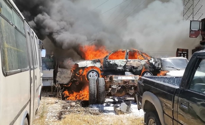 Kahramanmaraş'ta hurdalıkta yangın