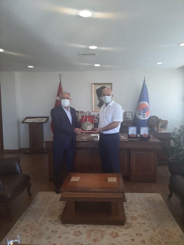 KSÜ Rektörü Niyazi Can, Mersin Üniversitesi Rektörü Çamsarı'yı ziyaret etti