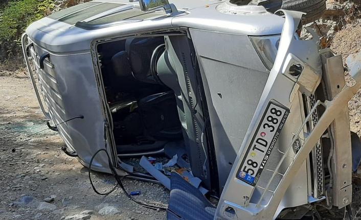 Kahramanmaraş'ta hafif ticari araç devrildi: 1 yaralı