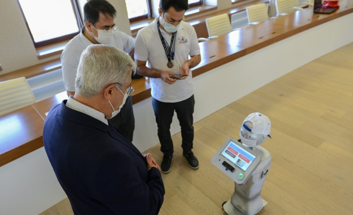 Rektör Prof. Dr. Niyazi Can, TEKNOFEST 2021'de 'IzeRO20' İsimli Proje İle Üçüncü Olan 'RoboVision' Takımını Ödüllendirdi