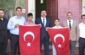 Çocukların evleri dev Türk Bayraklarıyla donatıldı