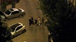 Gece yarısı sokağı podyuma çevirdiler