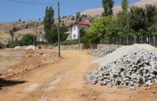 Büyükşehir Nurhak'ta yol çalışmalarına devam...