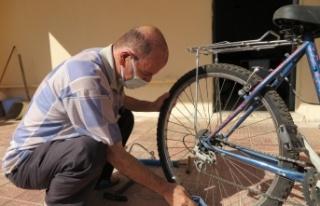 Çocukların bisiklet dedesi kalpleri onarıyor