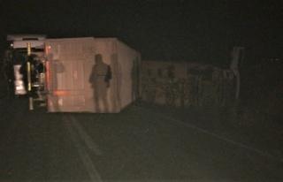Kahramanmaraş'ta feci kaza tır 2 otomobili biçti:...
