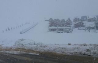 Yedikuyular Kayak Merkezi beyaza büründü