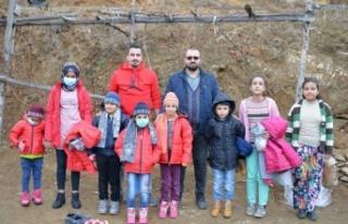 Yeni yılda ihtiyaç sahibi çocukları sevindirdiler
