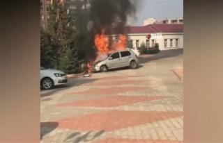 Park halindeki otomobil cayır cayır yandı