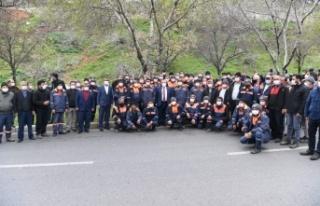 Başkan Mahçiçek, Temizlik Personeline Erzak Paketi...