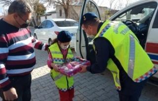 Jandarma'dan otizmli küçük kıza sürpriz