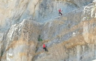 Kahramanmaraş'ta kayalıklarda mahsur kalan...