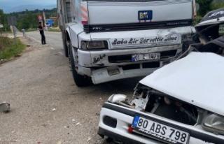 Kahramanmaraş'ta otomobil ile kamyon çarpıştı:...
