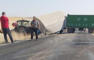 Elbistan'da traktör ile kamyonet çarpıştı:...