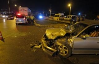 Kahramanmaraş'ta otomobil ile tır çarpıştı:...