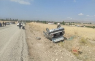Kahramanmaraş'ta otomobil takla attı: 1 ağır...