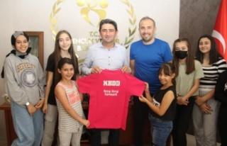 Kahramanmaraş'ta potaya desteğe plaketli teşekkür