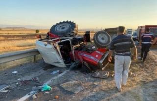Kahramanmaraş'ta tır ile traktör çarpıştı:...