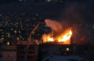 Kahramanmaraş'ta apartmanın çatı katı yeniden...