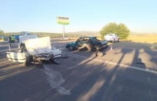 Kahramanmaraş'ta iki otomobil paramparça oldu:...