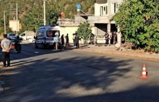 Kamyonet beton direğe çarptı: 1 ölü 4'ü çocuk...