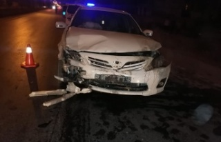 Elbistan'da iki otomobil çarpıştı: 2'si ağır...