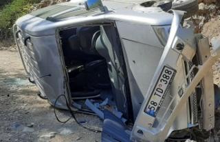 Kahramanmaraş'ta hafif ticari araç devrildi: 1...
