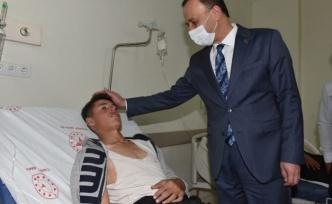 Vali Erin, kazada yaralanan öğrencileri hastanede ziyaret etti