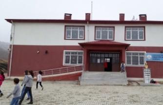 Öğretmenleri virüse yakalandı eğitime ara verildi