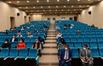 Rektör Can öğrenci toplulukları danışman ve başkanları ile toplantı gerçekleştirdi