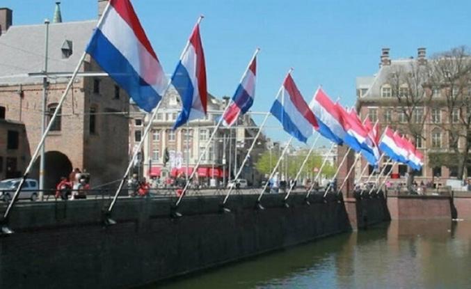 Hollanda ekonomisi küçüldü