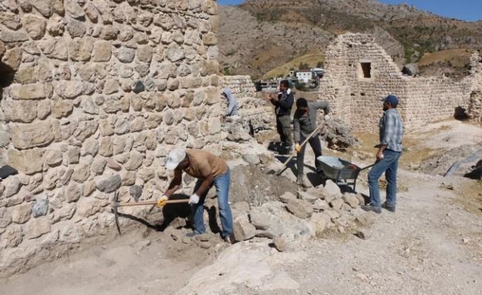 Kahta Kalesi'nde kazı çalışmaları başladı